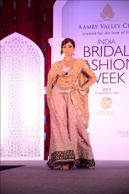 Model showcasing Meera Muzaffar Ali's collection