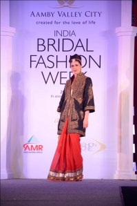 Model showcasing Raghavendra Rathore's collection