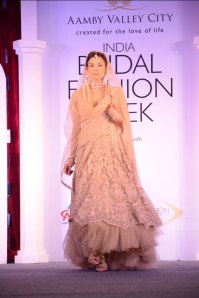 Model showcasing Tarun Tahiliani's collection